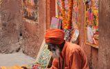 Indisk yogi, omgiven av vedisk konst